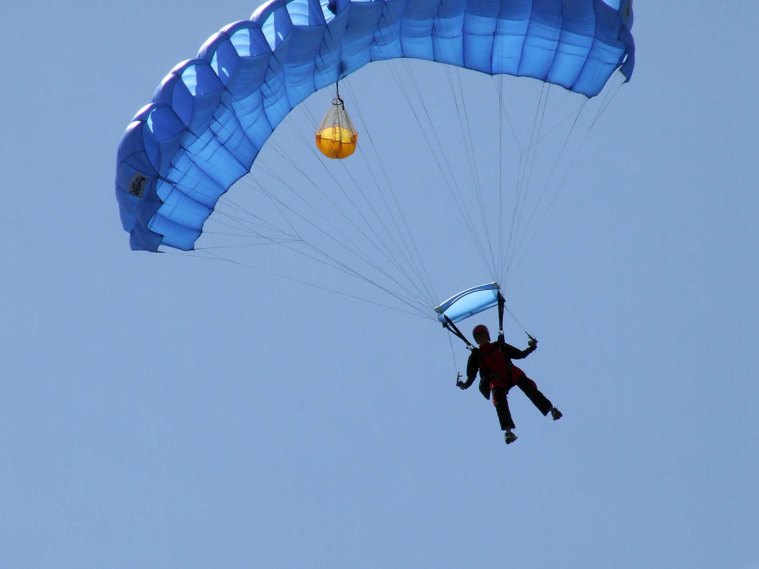 YellowAirplane.com: Skydiving, Parachutes, and Positive ...